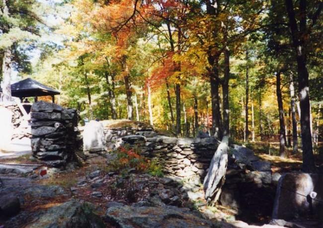 America Stonehenge - Wikimedia Commons