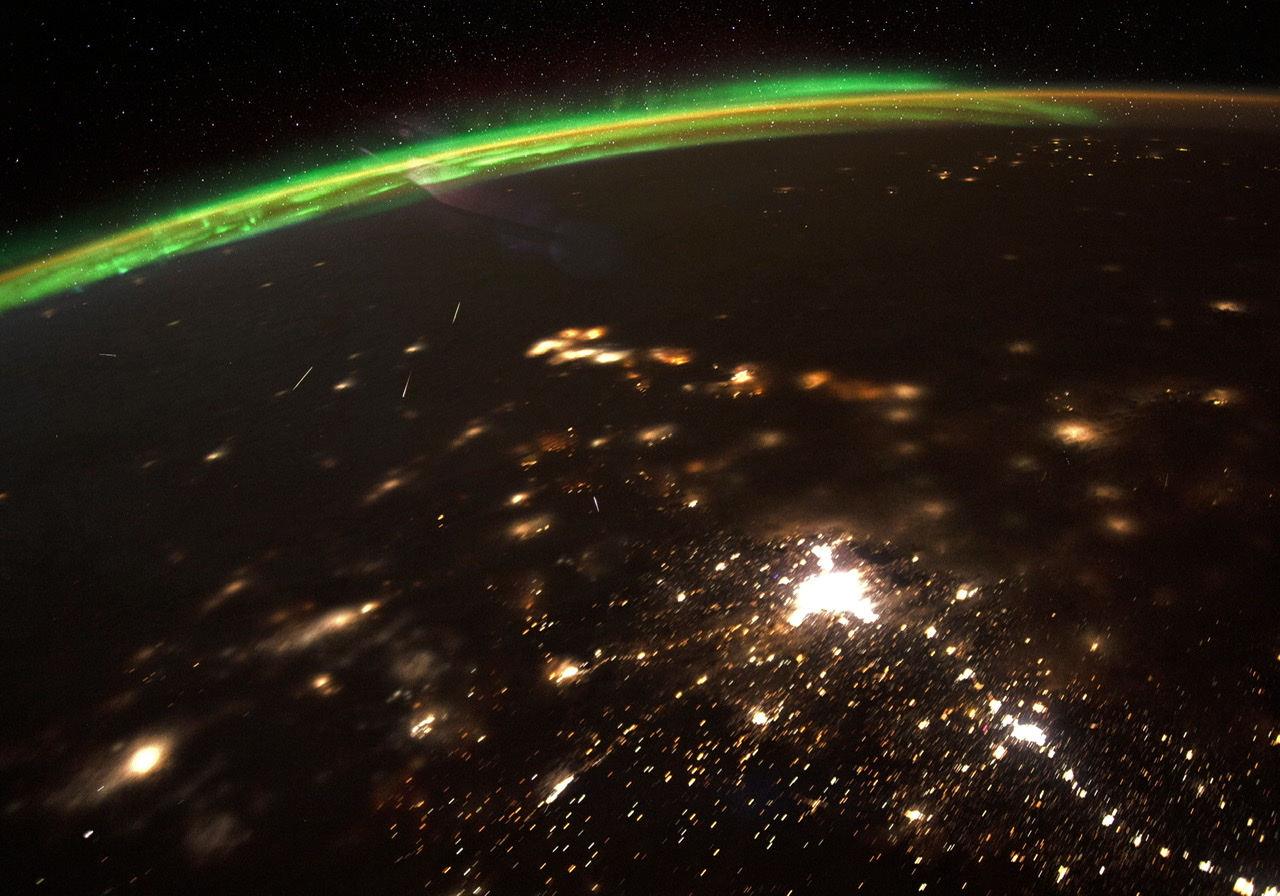 Here's What Meteors Streaking Toward Earth Look Like From Space