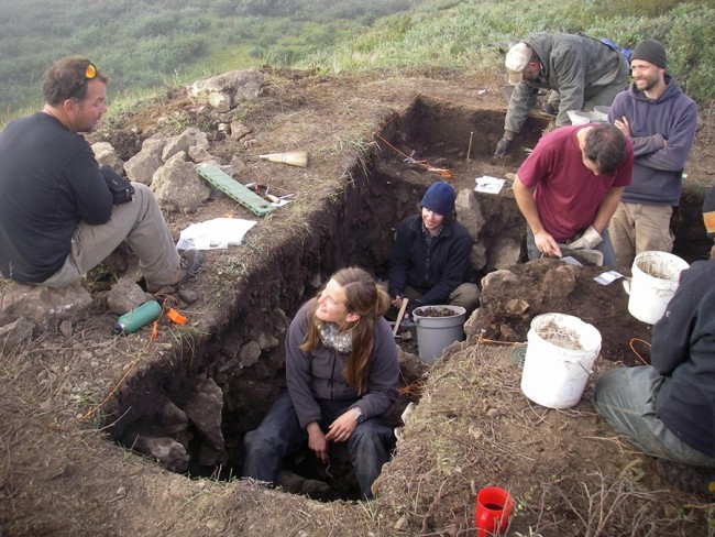 Archaeologists at Work - Arcus