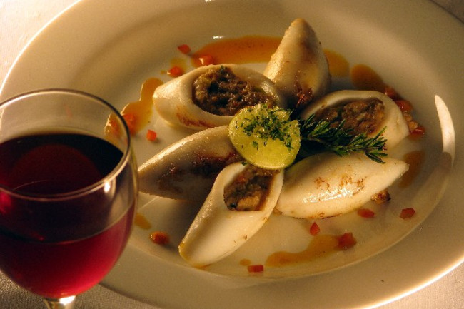 red-wine-with-stuffed-squid-calamari.jpg