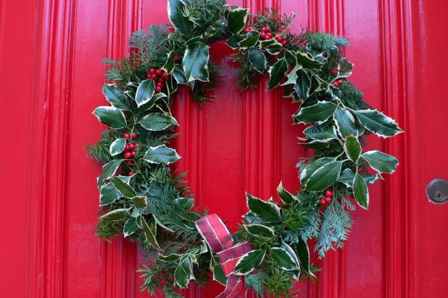 holly_wreath_Heather_Cowper-1024x768.jpg