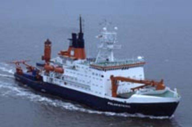 iron-fertilization-boat.jpg