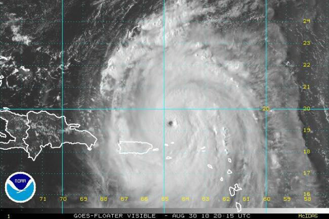 Hurricane-Earl-Pinhole-Eye.jpg