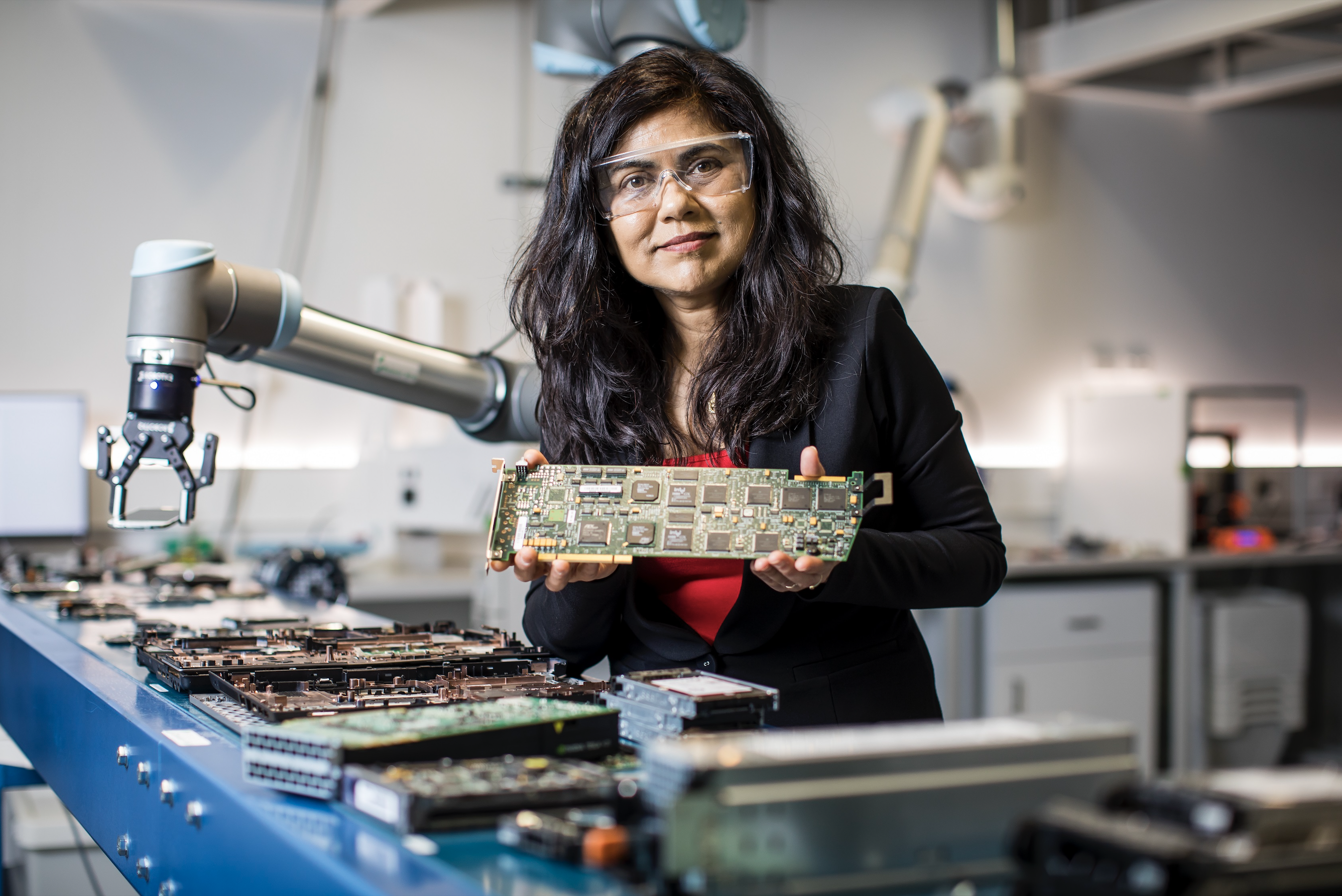How One Scientist Is Giving Old Phones a Second Life With E-Waste Microfactories
