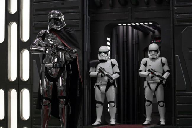 star-wars-the-last-jedi-captain-phasma-stormtroopers_6319466f-1024x683.jpeg