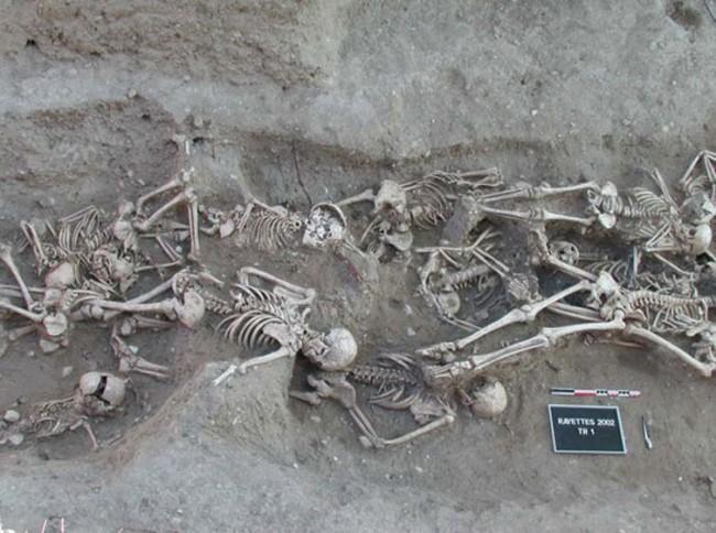 plague victims grave - CCBY