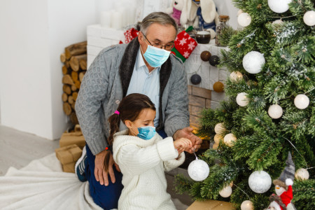 How to Safely Visit Family This Holiday Season
