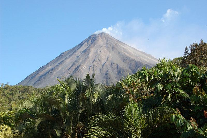 Arenal_Volcano_-_Costa_Rica_-_by_Ardyiii.jpg