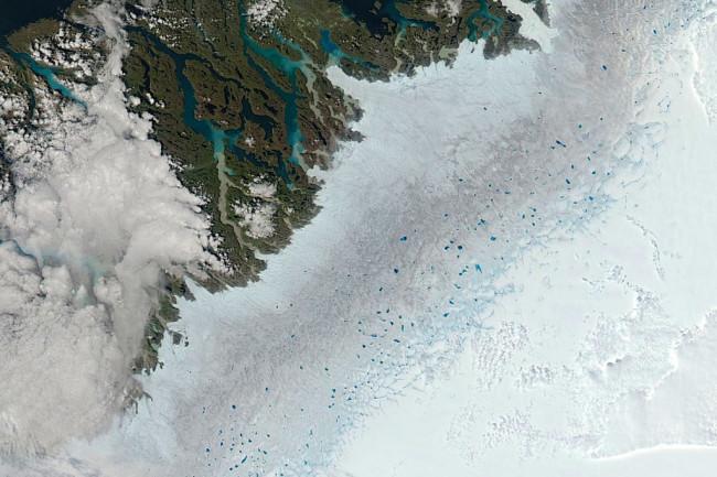 Greenland-Melt-Ponds-8-2-13-1024x1024.jpg