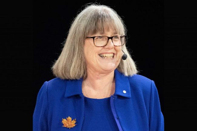Donna Stickland nobel prize award