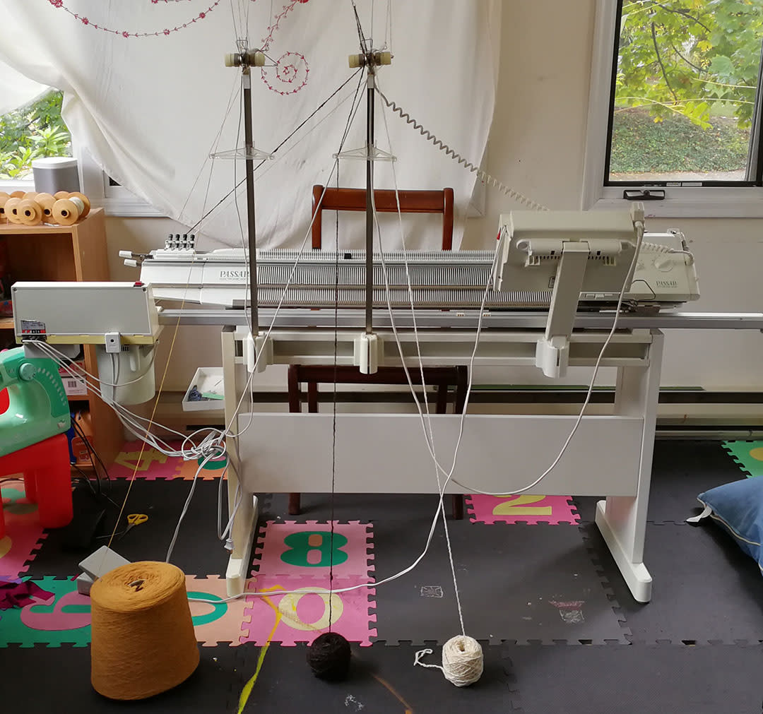 01-YFO-Knitting-Machine