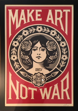 "Cadrine : Tailor-made framing of a poster ""Make Art Not War"""