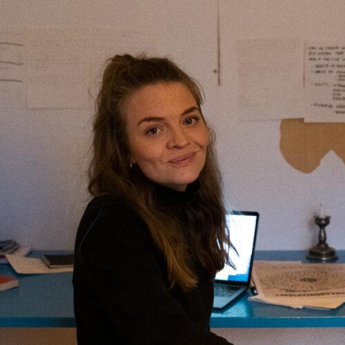 Olga Grönvall Lund på kontor