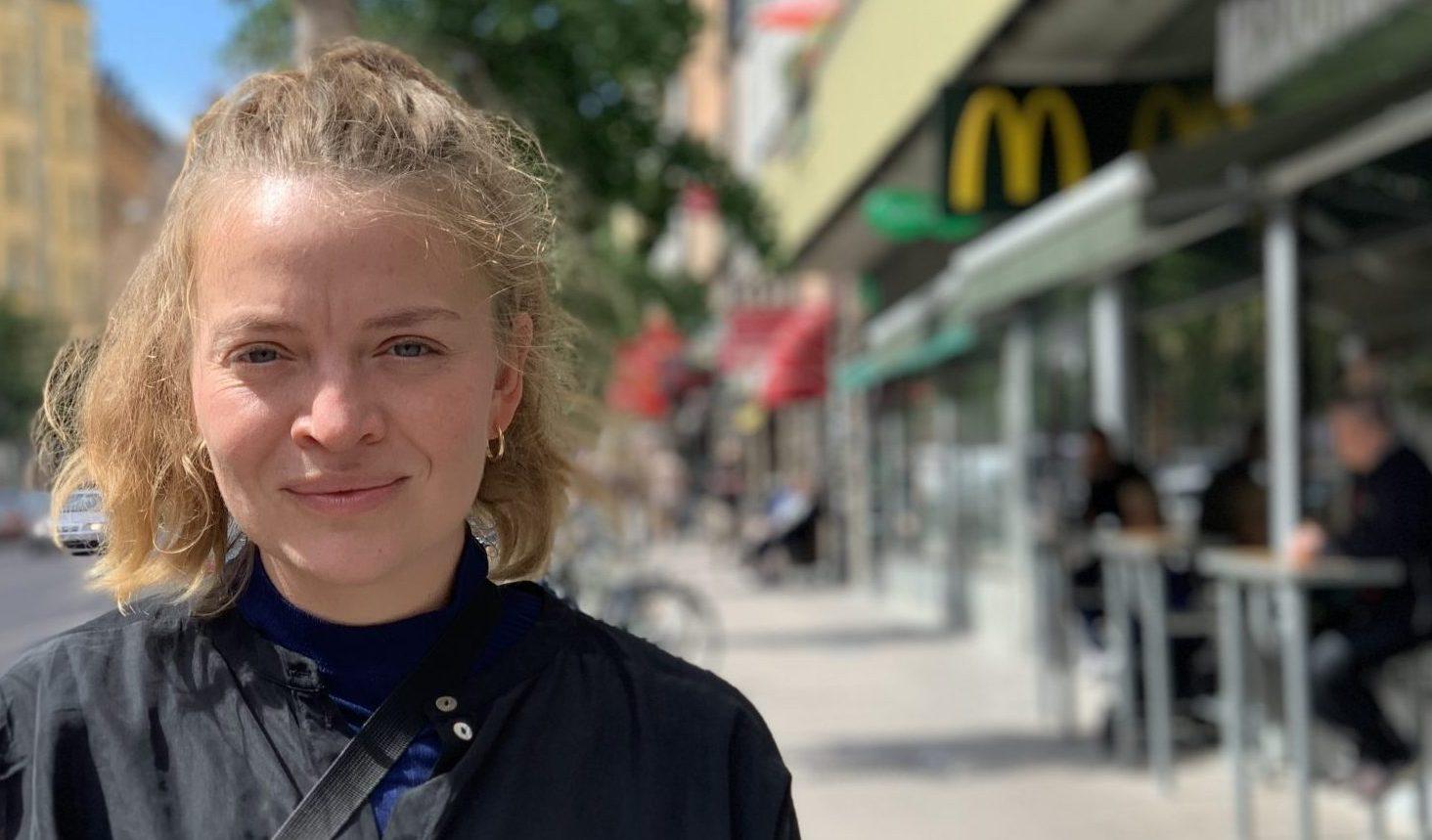 Olga utanför McDonald's