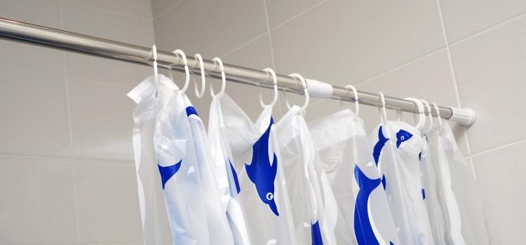 Dusjforhenget kan også vaskes i vaskemaskinen, selv om det er laget i plastikk.