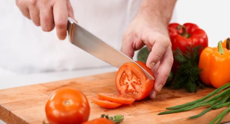 Sørg for å oppbevare knivene riktig, hvis ikke blir de lett sløve.