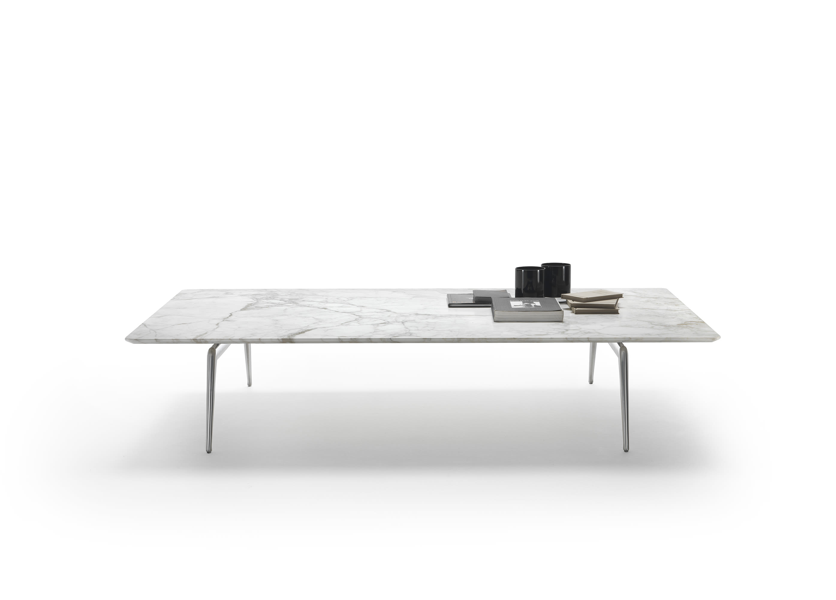Este coffee table by Antonio Citterio forms part of 'Quirinale contemporaneo'