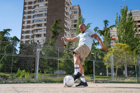024 - Football legend Roberto Carlos and freestyler Lisa Zimouche put the new life-proof 5G smartphone, the Nokia XR20, through its toughest test.jpg