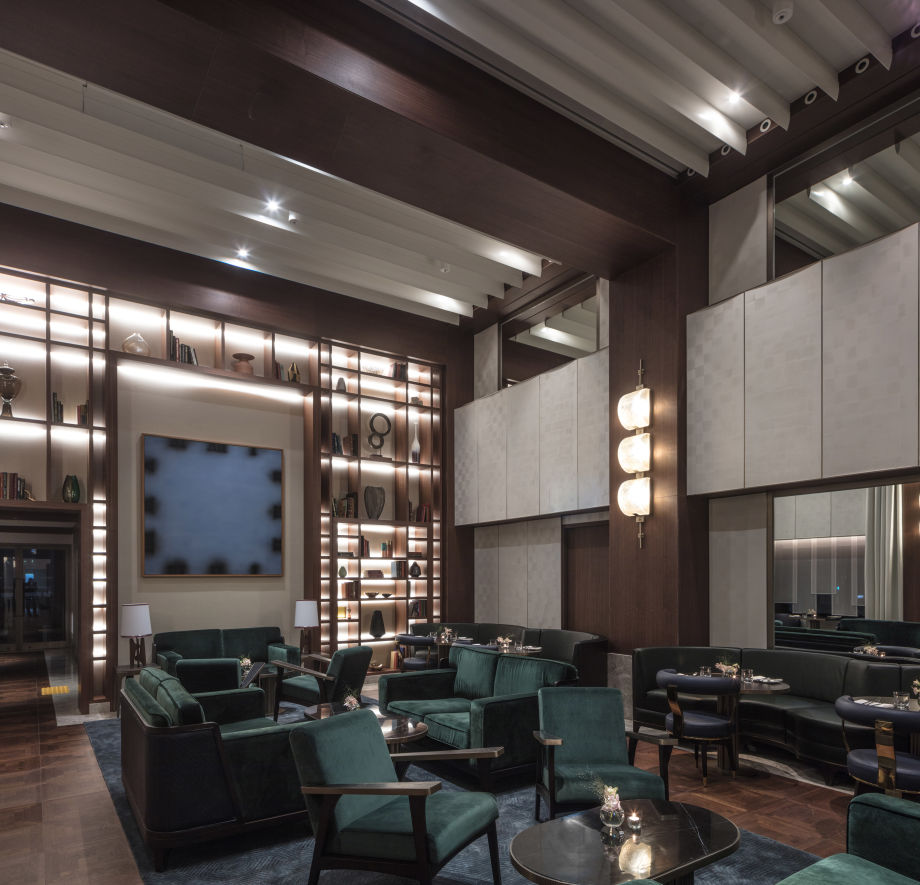 The guest's Club Lounge.