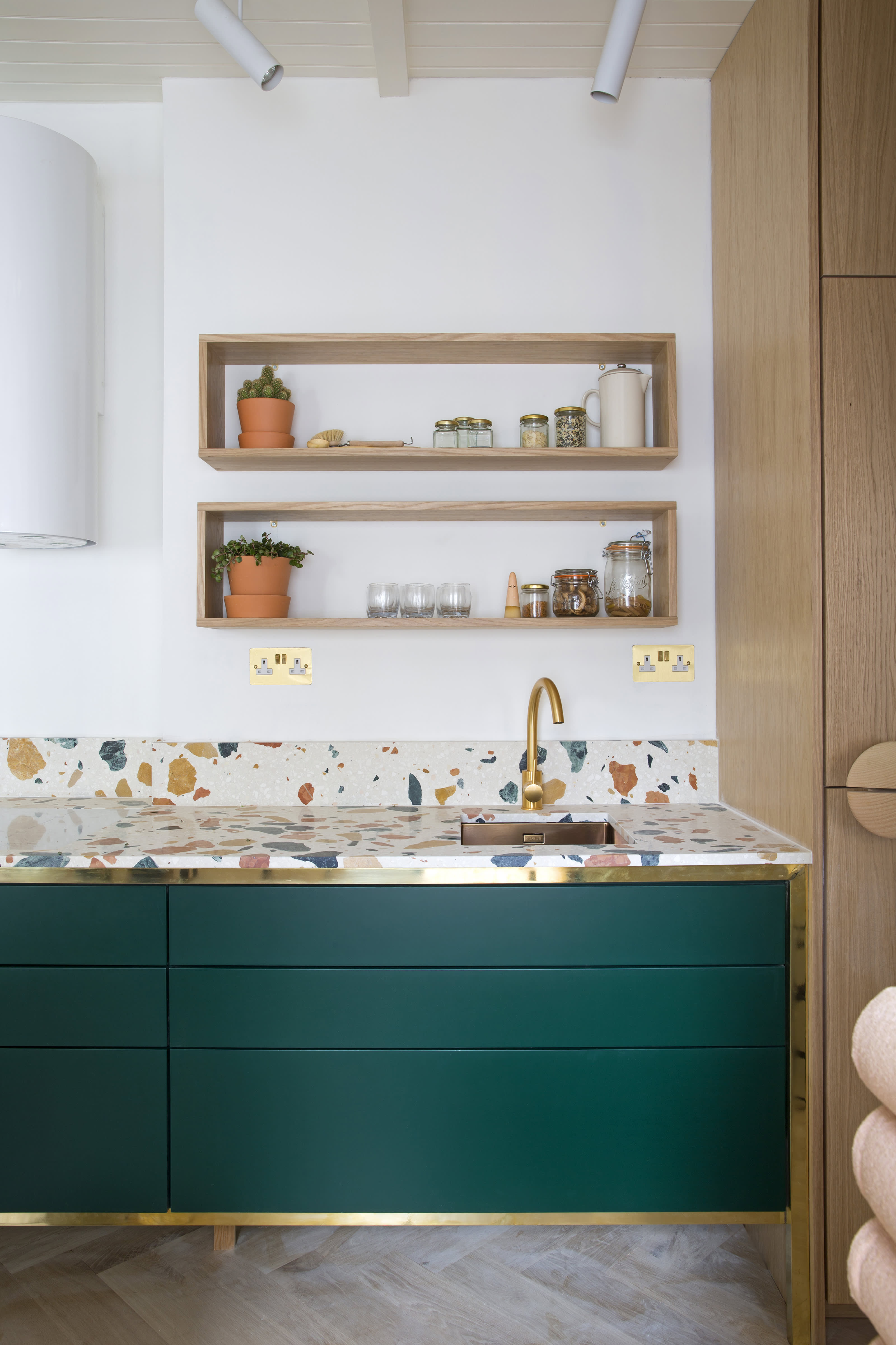 Dzek Play Associates-London Kitchen
