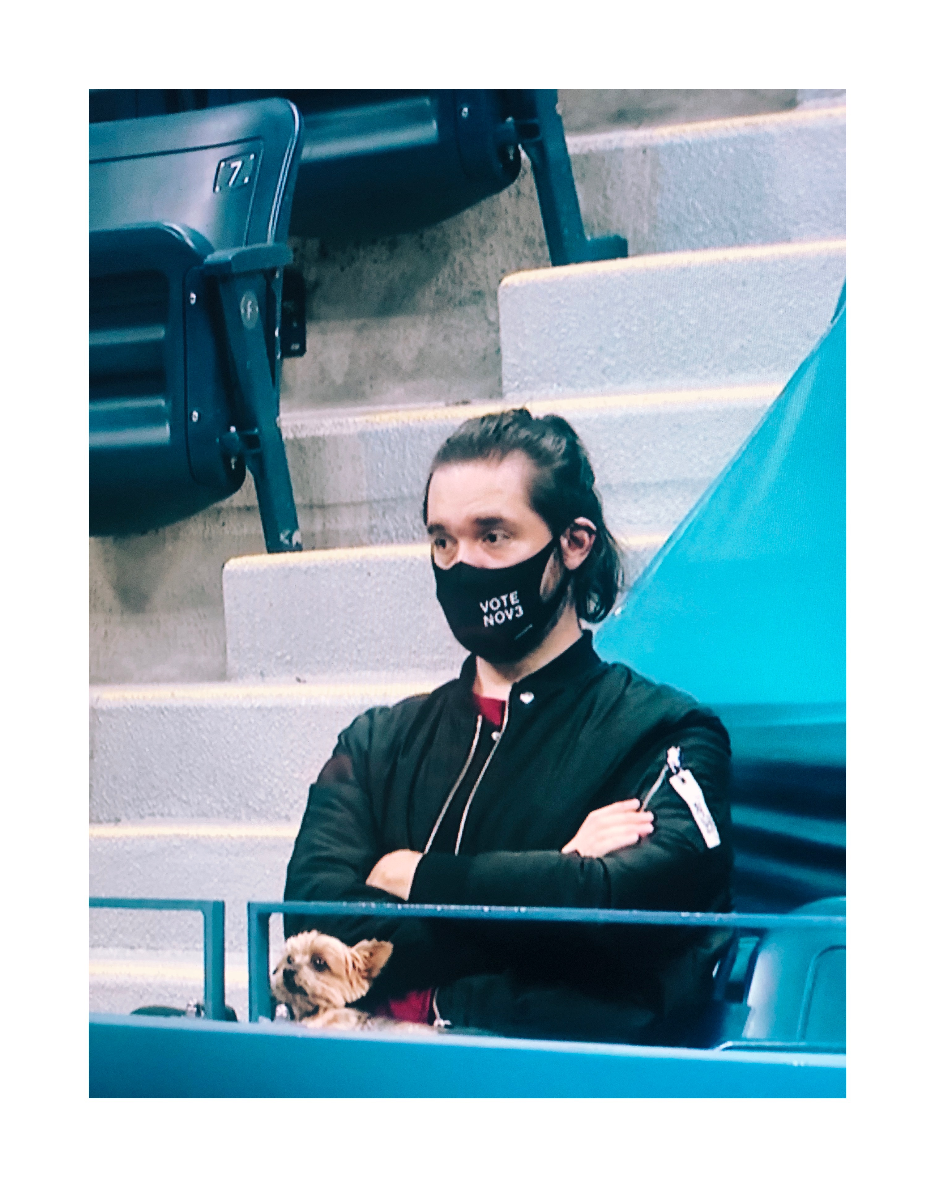Atoms board member Alexis Ohanian wears the VOTE NOV 3 mask at the US Open on September 3.