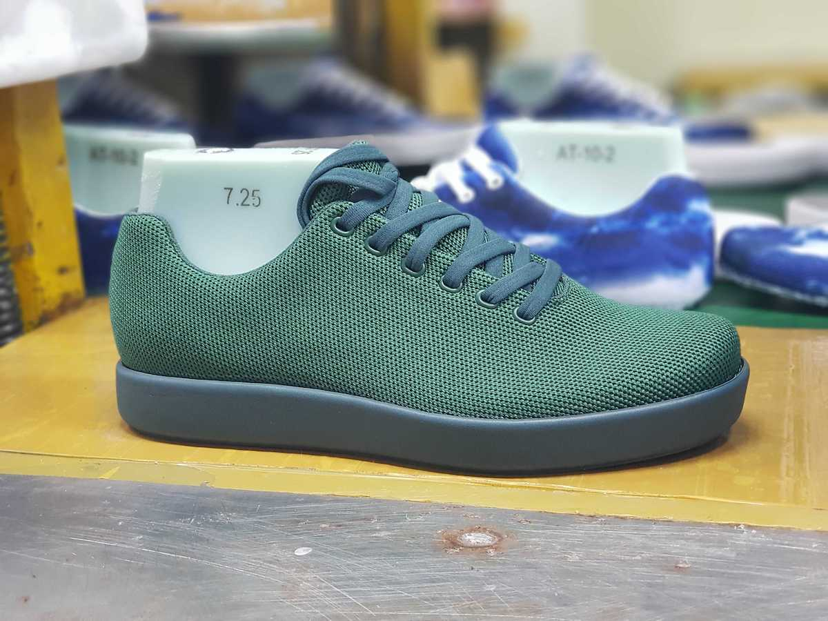 A size 7.25 Forest Green Model 000 with its last inside.