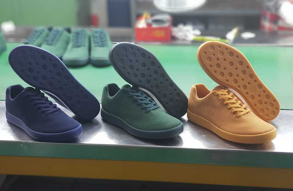 The three new Atoms Model 000 colors: Navy Blue, Forest Green, and Classic Yellow.
