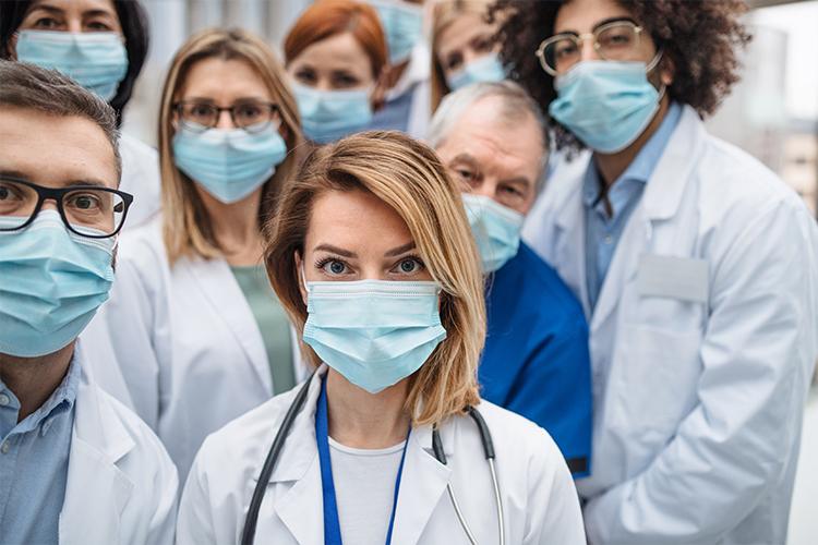 Krankenhauspersonal mit Masken