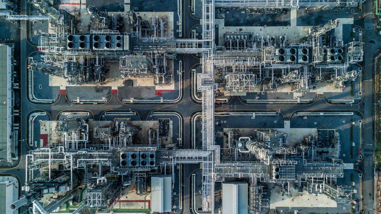 Vogelperspektive-petrochemische-Anlage-1335x750