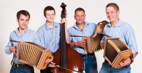 Stubete with music from Scheidner Buabe