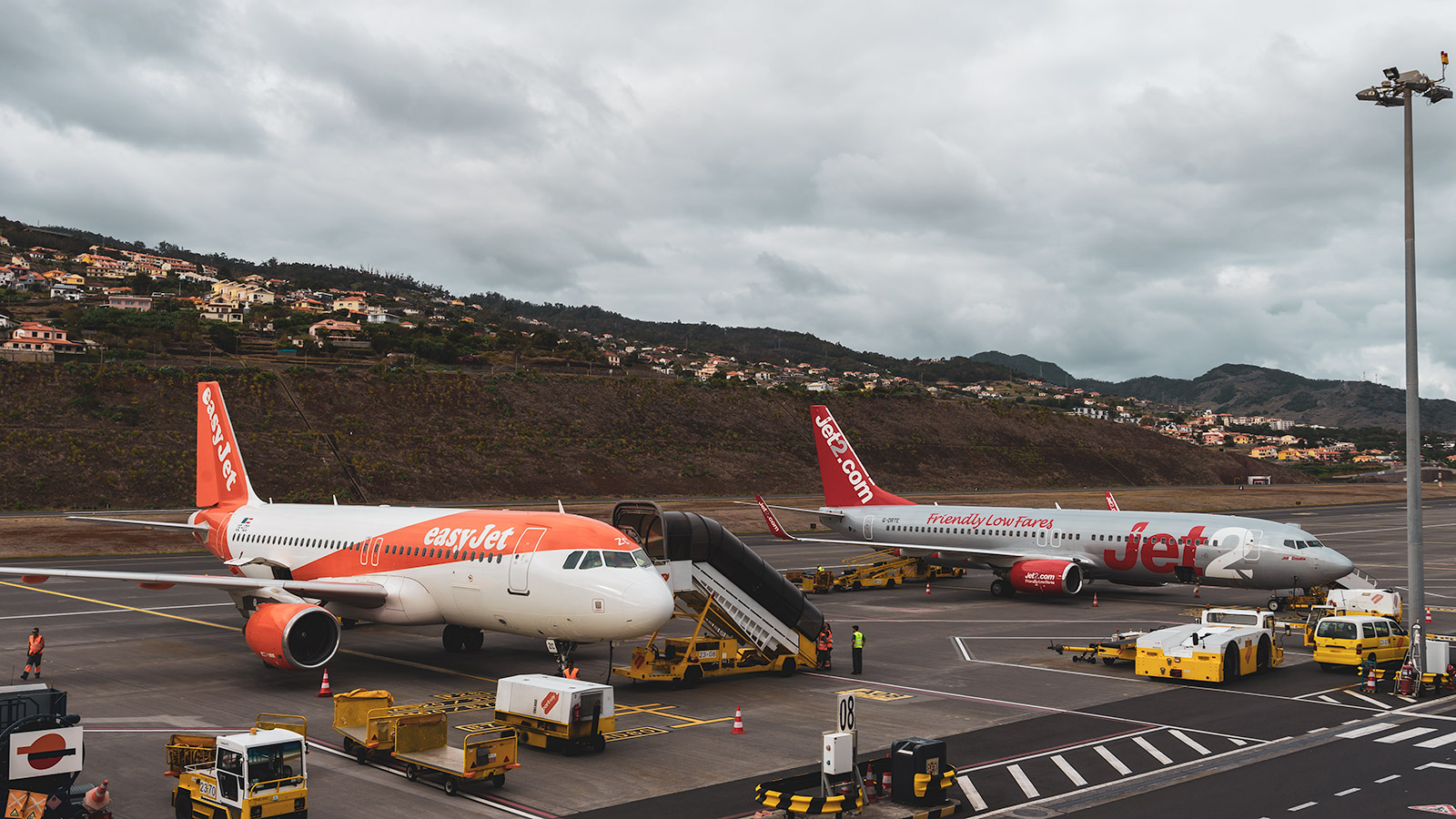 Madeira Airport has good facilities for airplane watching due to the outdoor balcony