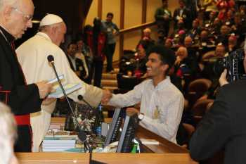 Synod: Pope entrusts DOCAT to young auditors