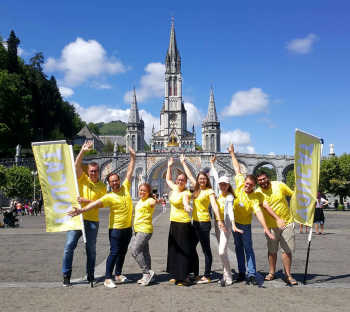 YOUCAT - called to serve in Lourdes (2)