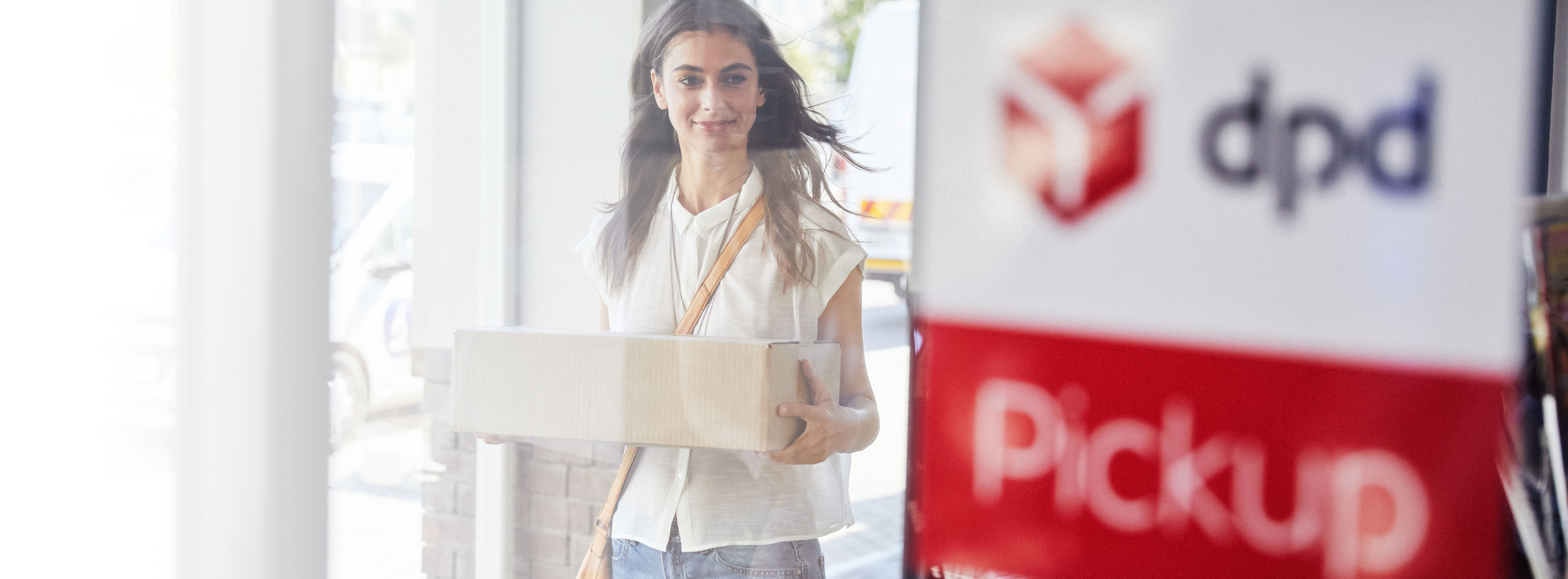 Full resolution (sRGB)-DPD Pickup shop woman shipping parcel 8247