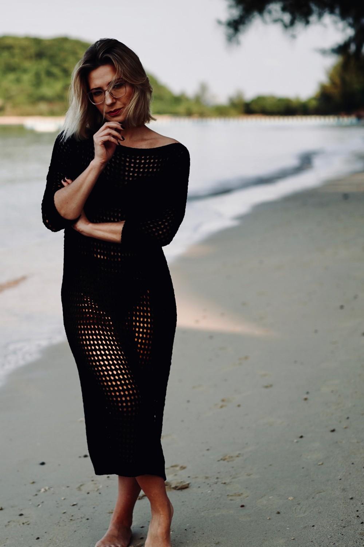 sukienka-z-azurowej-sieci-czarna