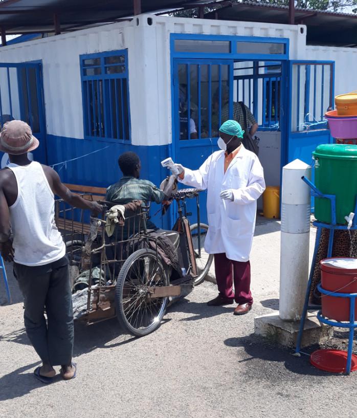 Contrôle aux frontières contre la maladie à virus Ebola qui sévit en RDC