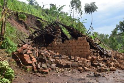 Une maison qui s'est écroulée à cause d'un glissement de terrain suite aux pluies torrentielles à Nyempundu, province Cibitoke Photo © Annick OCHA Burundi Décembre 2019