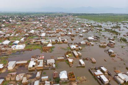 Une vue aérienne d'une partie de la zone inondée le 4 mars 2021 à Gatumba, près de Bujumbura, au Burundi. Environ 13 000 personnes ont été déplacées dans cette zone par la montée des eaux en 2021. ©Unicef/Prinsloo