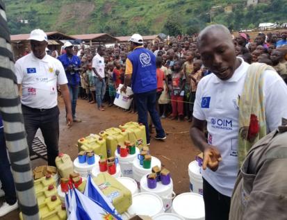 Uguhimiriza kungaruka ziterwa na Ebola, biteguwe n'ishirahamwe IOM kw'isoko riri kurubibe rwa Gatumba (Photo OIM/2019)