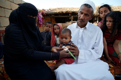 Hamid-Nagmos,-50-years-old,-holds-his-grandchild-as-a-health-worker-takes-his-MUAC Abu-Dahan-village Kassala UNICEF