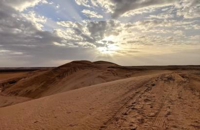 كثبان رملية في مدينة غدامس الليبية الصحراوية (جينيفر رتكا/مكتب الأمم المتحدة لتنسيق الشؤون الإنسانية)