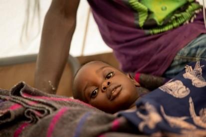 Daniel yaragwariye mu kigo kijejwe kwakira abagwayi ba cholera (CTC) i Bujumbura. Yaravuwe  © Evrard Ngendakumana. Burundi, munyonyo  2019.