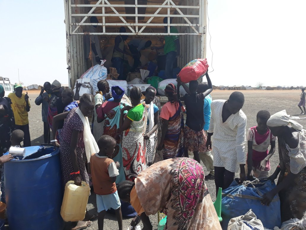 Displaced people in Melut boarding truck to return to their places of origin in Baliet County. Credit: IOM