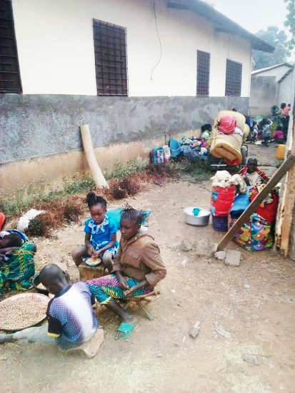 Des déplacés dans l'enceinte de la paroisse catholique, Bossangoa ©Abbé Hillaire Penendji, Bossangoa, Préfecture de l'Ouham, RCA, février 2021