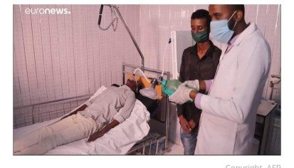 COVID-19 patient receiving oxygen via Mohamed's home-made ventilator in Martini hospital, Mogadishu. Photo/Mohamed.