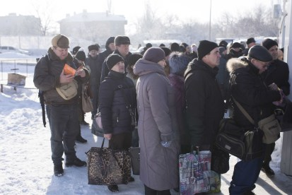 People are waiting in the bitter cold to cross the 'contact line' in eastern Ukraine.