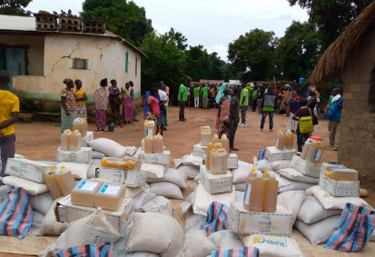 Distribution des vivres pour des personnes déplacées à Bocaranga. ©AFRBD. Bocaranga, Préfecture de l'Ouham Pendé, RCA, 2020.