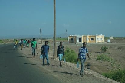 يعبر ما يقدر بنحو 1,000 مهاجر من الحدود اليمنية إلى المملكة العربية السعودية يومياً. مصدر الصورة: مكتب الأمم المتحدة لتنسيق الشؤون الإنسانية