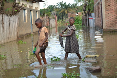 Two children playing in the stagnant flood waters caused by the rising waters of Lake Tanganyika in Bugarama commune, Rumonge province © A.Ndayiragije/OCHA 2021