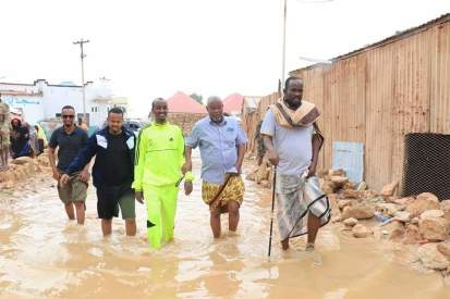 People wadding through flooded streets in Bosaso . Photo: Bosaso mayor office